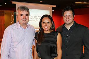 Os palestrantes Roberto Lecomte (à esquerda) e o engenheiro Calil Neto, à direita. No meio, a curadora técnica das palestras, a arquiteta Alessandra Barassi