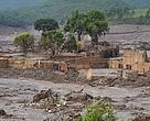 Desastre na barragem da Samarco, em Minas Gerais, causou danos sociais e ambientais de grandes proporções.