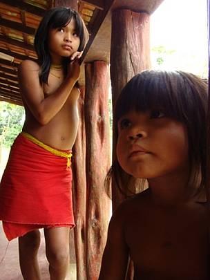 Crianças wajãpi, moradoras do entorno do Parque Nacional Montanhas do Tumucumaque / ©: WWF-Brasil/  Cassandra Oliveira