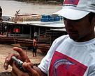 Damião Castro da Silva é um dos pescadores que tem usado os smartphones para monitorar os lagos da região de Feijó