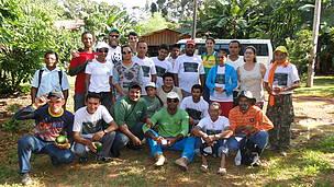 O grupo de intercambistas reunidos no último dia de visitas de campo. Grupo foi formado por 22 agricultores e técnicos extensionistas