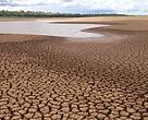 O crescimento populacional nas áreas urbanas e a conversão de áreas de floresta para a plantação ou pecuária têm causado a degradação da qualidade da água no mundo e um aumento das enchentes e secas.