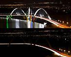 Ponte JK, em Brasília, antes e durante a Hora do Planeta<br />©WWF-Brasil/ Eduardo Aigner