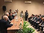 J&#250;lio C&#233;sar Sampaio, coordenador do Programa Cerrado Pantanal, do WWF-Brasil, ressaltou a dimens&#227;o do debate gerado a partir do tema da campanha da fraternidade<br />&copy;&nbsp;WWF-Brasil&#8221; border=&#8221;0&#8243; align=&#8221;left&#8221; hspace=&#8221;4&#8243; vspace=&#8221;2&#8243; /></a>Quinze dias ap&#243;s o lan&#231;amento nacional, a campanha da Fraternidade foi acolhida hoje pelo Minist&#233;rio do Meio Ambiente, deputados e ONGs, entre elas o WWF-Brasil, durante o caf&#233; da manh&#227; da Frente Parlamentar Ambientalista.</p> <p>O evento reuniu mais de 40 pessoas e marcou o in&#237;cio das atividades do m&#234;s da &#225;gua, com discursos em favor dos biomas brasileiros e a defesa da vida &#8211; assunto da campanha deste ano.</p> <p>Na mesa de abertura, uma vis&#227;o de futuro que garanta tanto a preserva&#231;&#227;o das nossas riquezas ambientais, quanto respeito &#224; vida e &#224; cultura dos povos ind&#237;genas e comunidades tradicionais que dependem do meio ambiente para viver.</p> <p>Nas vozes presentes no evento, a crise h&#237;drica foi bastante lembrada como um alerta sobre a necessidade de desenvolver a&#231;&#245;es que protejam as nascentes, os rios brasileiros e nossos biomas, em especial, o Cerrado que &#233; considerado o &#8220;Ber&#231;o das &#225;guas&#8221;.</p> <p>Para o ministro Sarney Filho &#8220;a campanha veio na hora certa. Como estamos vendo, os nossos biomas est&#227;o sob amea&#231;a de desmatamento. Na Amaz&#244;nia, o desmatamento que vinha em queda nos &#250;ltimos dez anos, aumentou nos dois &#250;ltimos anos. E quando voc&#234; afeta os biomas, afeta o reabastecimento dos rios. Por isso, a import&#226;ncia dessa parceria com a CNBB&#8221;.</p> <p>Igual perspectiva &#233; a da Confer&#234;ncia Nacional dos Bispos do Brasil (CNBB), que de acordo com Dom Leonardo Ulrich Steiner, secret&#225;rio-geral da entidade, a escolha do tema se deu ap&#243;sa &nbsp;enc&#237;clica divulgada pelo Papa Francisco 