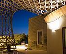 Esta foto retrata a cobertura de um restaurante em Lecce, na Itália. A obra foi inaugurada em 2011 e foi feita pelo arquitetos do escritório italiano CMMKM