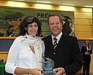 Maria Cecília e o presidente da Comissão de Meio Ambiente da Câmara Municipal de Campo Grande, Marcelo Bluma, na entrega do prêmio.