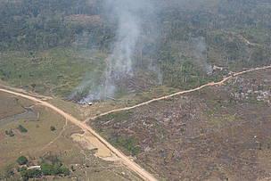 Desmatamento próximo a Rio Branco (AC)   © WWF-Brasil/Juvenal Pereira