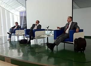 Paulo Adário, Sérgio Leitão e Carlos Marés no seminário para jornalistas sobre o Código Florestal.