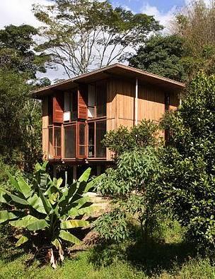 A Vila Taguaí, de São Paulo (SP), é um conjunto residencial com casas feitas de madeira. Seu projeto foi concebido e realizado pela empresa brasileira ITA Construtora e mostra o potencial de uso desta matéria-prima na construção