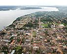 Vista aérea de Itaituba, às margens do rio Tapajós, Pará.