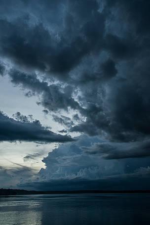 Tempestade registrada no Rio Tapajós, entre os estados do Amazonas, Mato Grosso e Pará