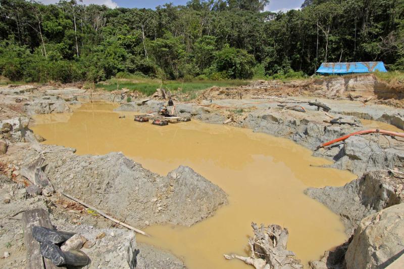 Área danificada por mineração no Parque Nacional do Tumucumaque, no Amapá. © Zig Koch / WW