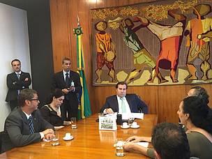 ONGs entregam carta ao presidente da Câmara, Rodrigo Maia (DEM-RJ), afirmando que não há acordo para votar o licenciamento ambiental. Foto: Clarissa Presotti / WWF-Brasil